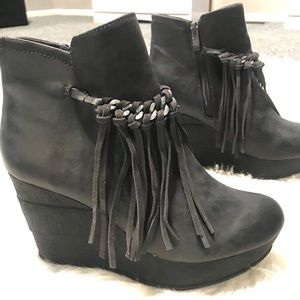 Sbicca boho fringe wedge booties
